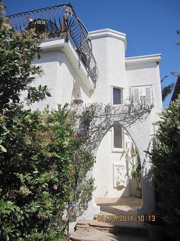 Villa Cielo Exterior View - Charming Old Spanish Villa Cielo Steps From The Sand - Marina del Rey - rentals
