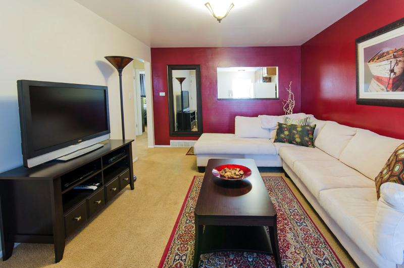 Living room. DirecTV, Blu-ray and FREE Netflix movies. - Sept Special $79/Night - 2BR-2HDTV/King&Queen beds - Salt Lake City - rentals