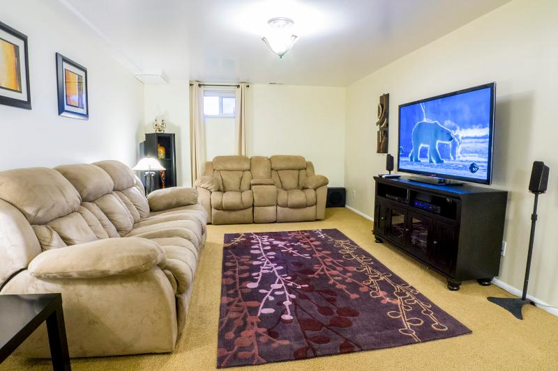 Living room with DirecTV, Blu-ray and FREE Netflix movies. - Excellent Value & Location 2BD/1BA – Washer/Dryer, Netflix, XBOX 360 - Salt Lake City - rentals