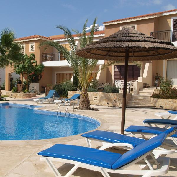 Enclosed communal pool - Great for relaxing and safe for children - Holiday apartment in Paphos with pool - Paphos - rentals