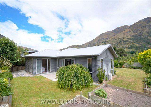 Redfern Holiday Lodge - Image 1 - Queenstown - rentals