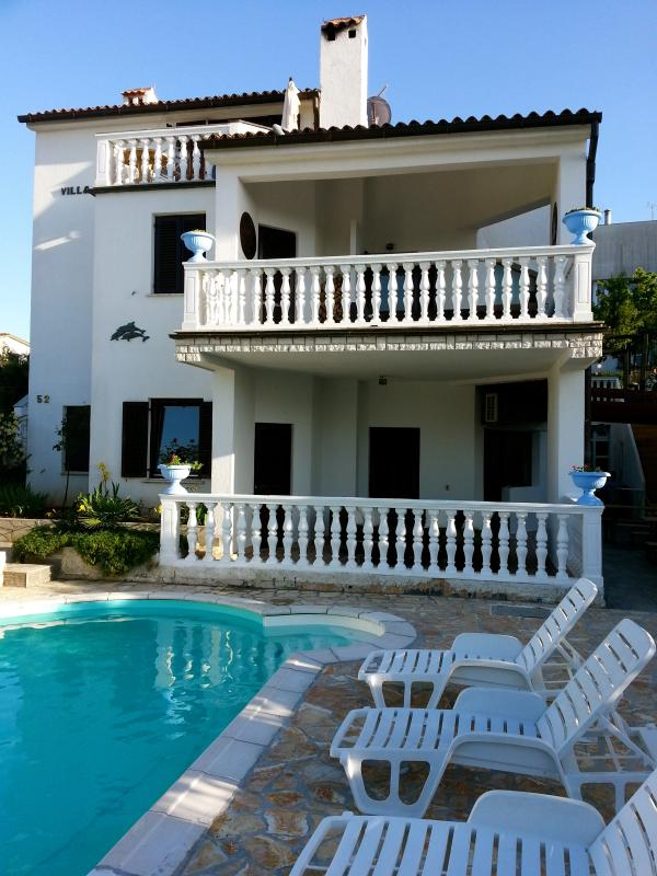 Frontview with Pool - Beautifull Villa with pool,  7 bedrooms  4 bathrooms 125 meters from sea suited for 14 persons - Banjole - rentals