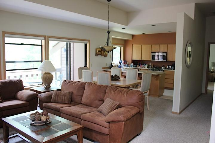 Living and Dining Rooms - 2014 Offer! Deluxe Sunriver Condo-2BR/2 Full BA - Sunriver - rentals