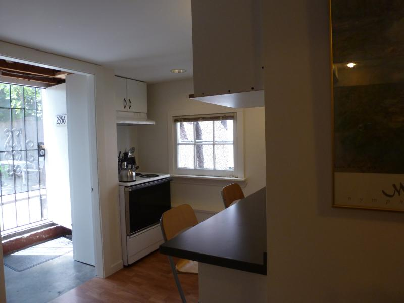 Kitchen off the garden - Vancouver's Commercial Drive area Garden Suite - Vancouver - rentals