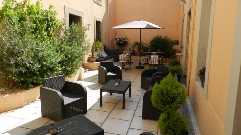 Our Sunny Courtyard - Luxury B&B in the Languedoc - Maison Allene - Lezignan-Corbieres - rentals