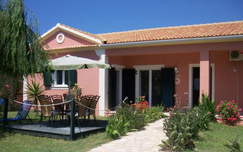 villa exterior - STRAWBERRY VILLA - 3 bedrooms, 100m from the beach - Corfu - rentals