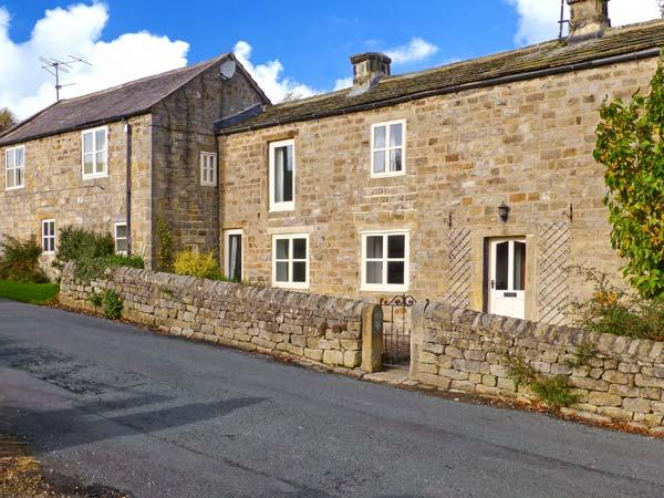 HOOKSTONE HOUSE, stone-built cottage, en-suites, woodburner, pet-friendly, ideal for families, near Darley and Harrogate, Ref 28828 - Image 1 - Harrogate - rentals