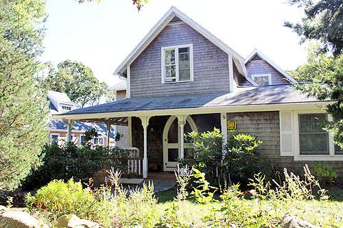 1661 - Completely Renovated Cottage Close to Town - Image 1 - Oak Bluffs - rentals