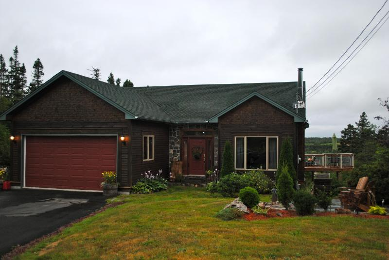 STUNNING WATERFRONT PROPERTY - Image 1 - Conception Bay South - rentals