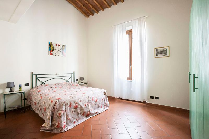 very confortable bedroom with large  window  - San Frediano apt.5E - Florence - rentals