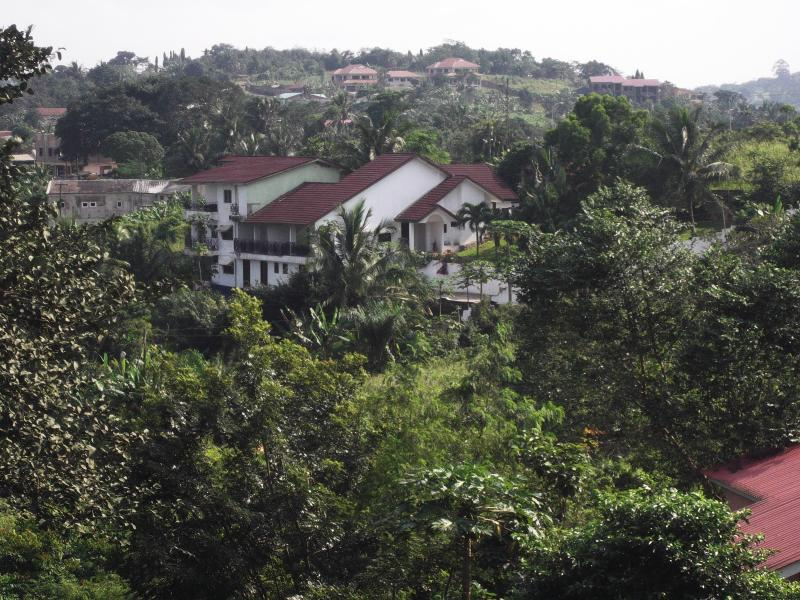 House from garden - Stunning mountaintop apartment with breathtaking views over Ghana'scapital - Accra - rentals