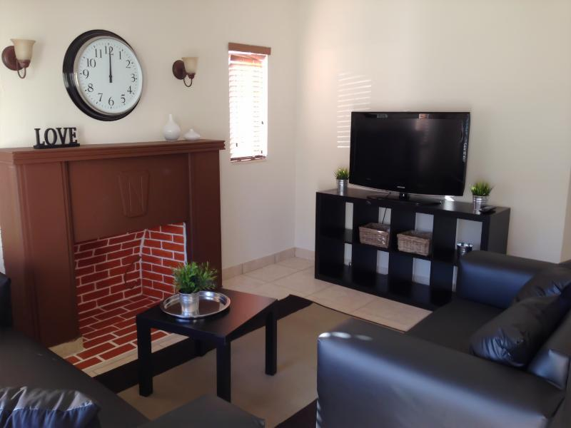 T.V Area - 3/2 House in the Heart of Miami , 10 Minutes from Miami Beach - Miami - rentals