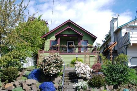Located high off the street, the cottage is very private. - Charming cottage located in Phinney Ridge - Seattle - rentals
