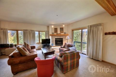 Sink into this Super Comfortable Living Room - Couch is a Pullout! - 250 yards to Main Street and Kitty-Corner to Snowflake Lift!  Pool/Hot Tub - Breckenridge - rentals