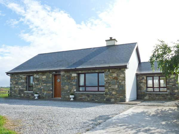 COURT FARM COTTAGE, single-storey detached cottage, woodburning stove, pet-friendly, sea views, near Glin, Ref 29070 - Image 1 - Eglinton - rentals