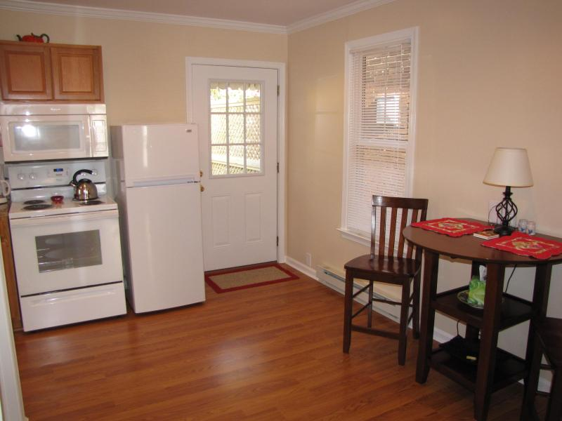 Entryway, kitchen, kitchen table for two - Charming Apartment in the Heart of Gettysburg! - Gettysburg - rentals