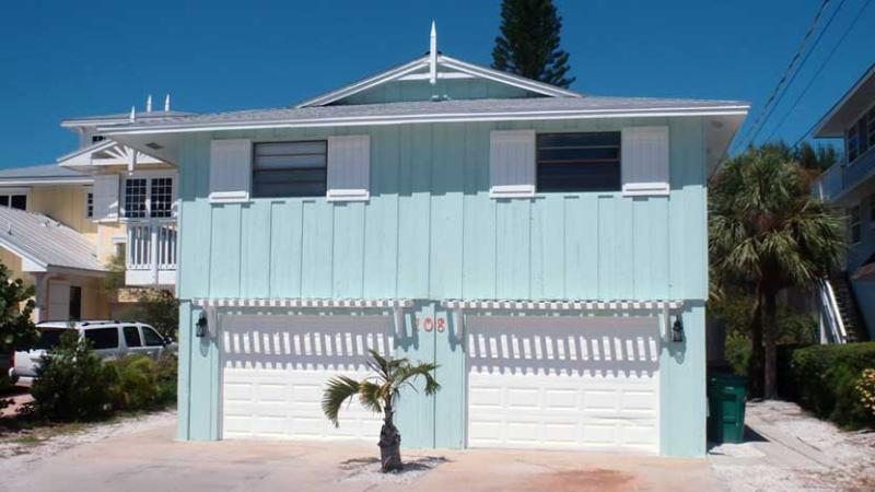 Welcome to Bradley's Beach House! - Bradley's Beach House: 4BR/3BA Pool Home Steps From Beach - Anna Maria - rentals