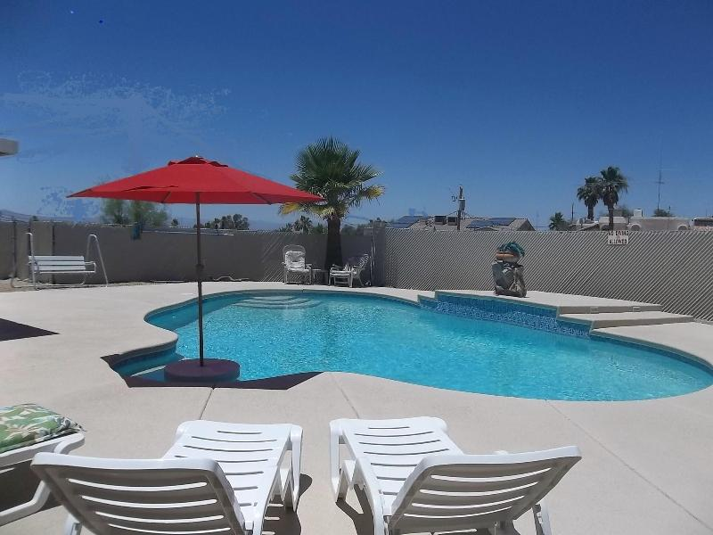 Large pool with plenty of decking & chairs - Great deal! 3 BR w/pool from $795/wk & $129/night! - Lake Havasu City - rentals
