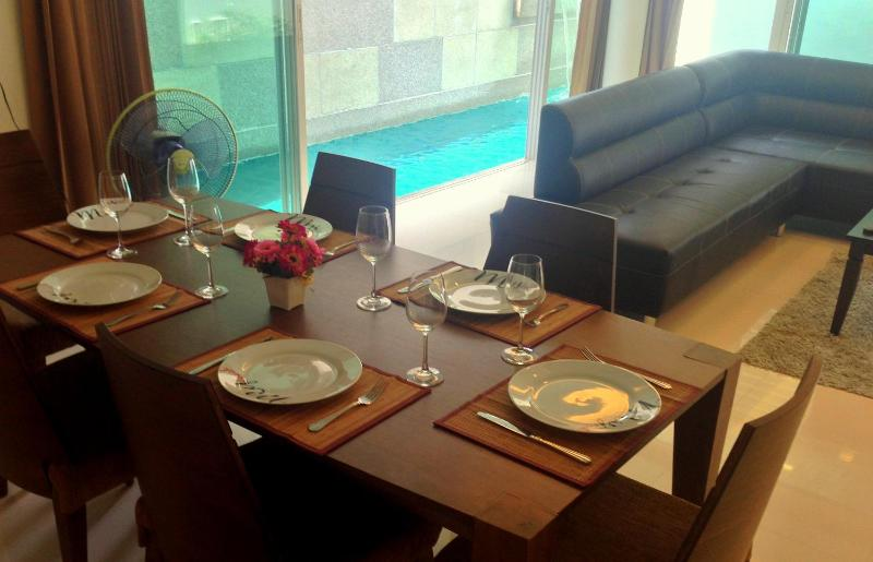 Dinner table with pool in background - Luxury 3 bedroom house with private pool (35C) - Kamala - rentals