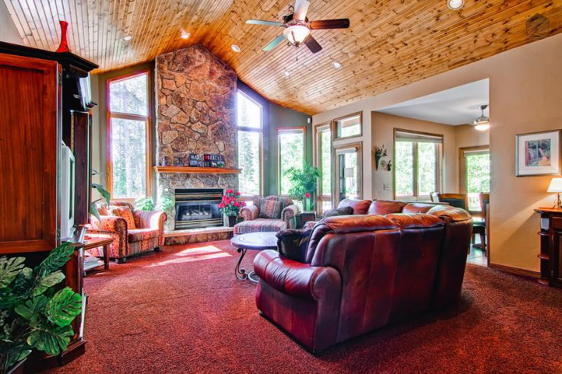 The wood ceiling and stone fireplace in the great room are illuminated by the large windows. - Beautiful wood furnished home, pet friendly, hot tub, fire pit, shuttle on demand - Moose Tracks Lodge - Breckenridge - rentals