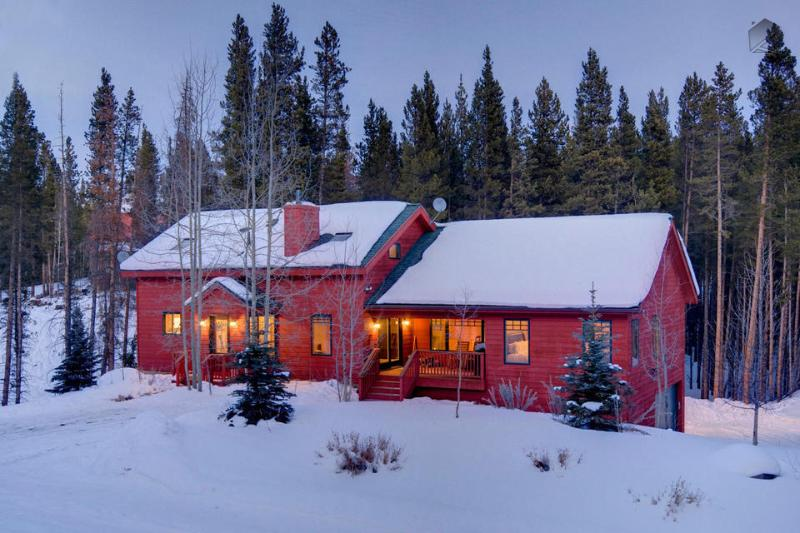 Despite only being 5 minutes from downtown Breckenridge, you'll feel a sense of privacy and seclusion at Snowy River. - Secluded home near river with shuttle on demand, game room, and hot tub! - Snowy River Retreat - Breckenridge - rentals