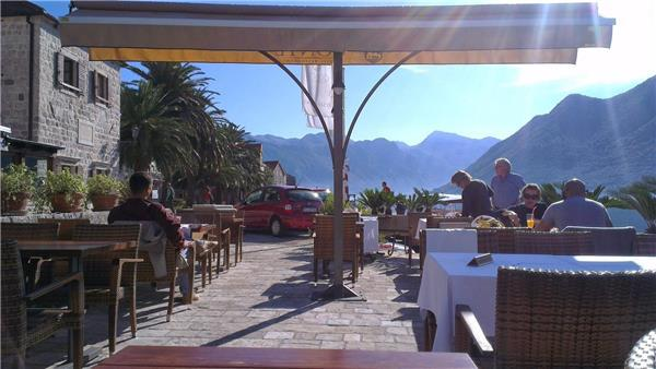 Newly renovated apartment for 5 persons near the beach in Perast - Image 1 - Perast - rentals