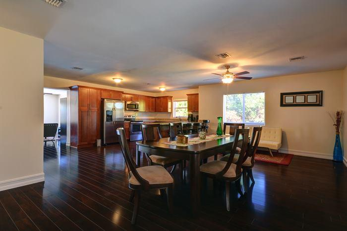 Light and Bright Dining Area - HEATED POOL 4 Be 3 ba*1 MILE TO BEACH* FREE WI-FI - Boca Raton - rentals