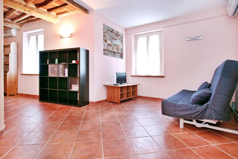Romantic flat in town, reachable by car - Image 1 - Lucca - rentals