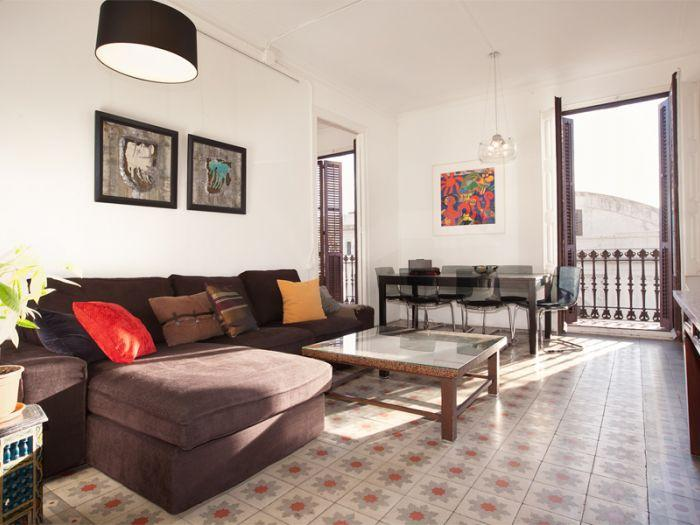 Four bedroom comfortable family apartment in Borne - Image 1 - Barcelona - rentals