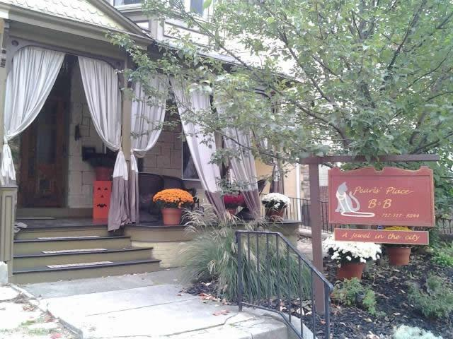 Pearl's Place Bed & Breakfast in the fall - A jewel in downtown Lancaster, Pa. - Lancaster - rentals