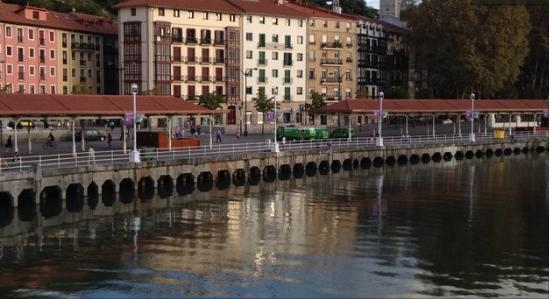 Casco Viejo, lovely apartment with wifi next to the river - Image 1 - Bilbao - rentals