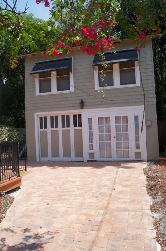 Carriage House has studio apt on 2nd floor - Carriage House studio apartment - 5 min to beach - Clearwater - rentals