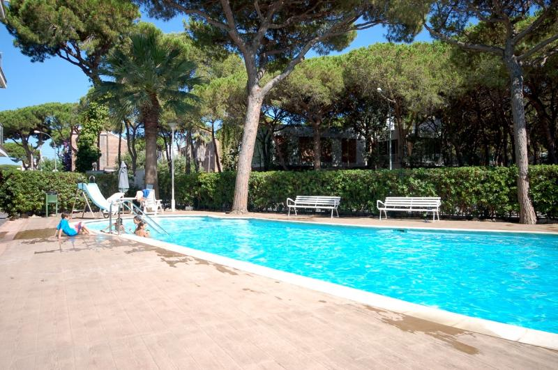 Great and big pool - POOL BBQ APARTMENT in CASTELLDEFELS - Castelldefels - rentals