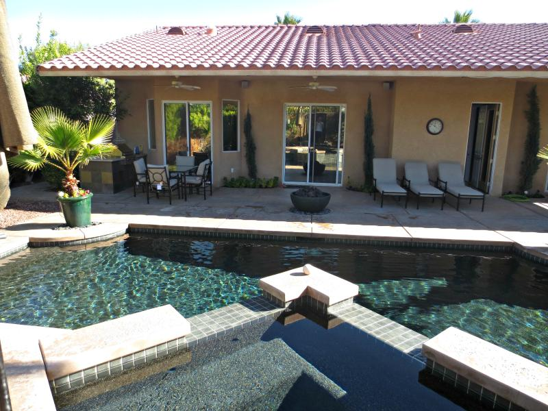 The Ventura, Pristine Pool/Hot Tub, Built In BBQ, Patio Misting System and Gym - Image 1 - Cathedral City - rentals