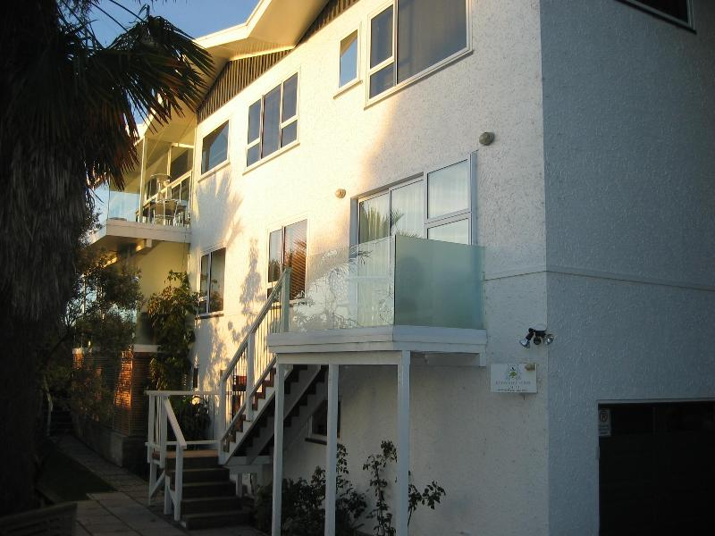 Exterior - Kimberley House 2: Waterfront locale, garden view - Nelson - rentals