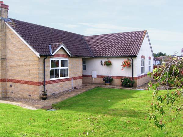 HORN VIEW, detached single-story cottage, off road parking, garden, in Beaminster, Ref 29984 - Image 1 - Beaminster - rentals