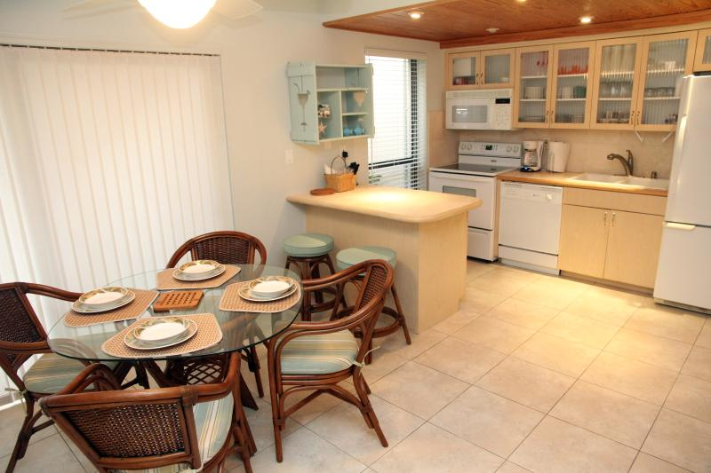 Kitchen and Dining Room - Moon Bay-Sunset Oasis Townhouse with Bay View - Key Largo - rentals