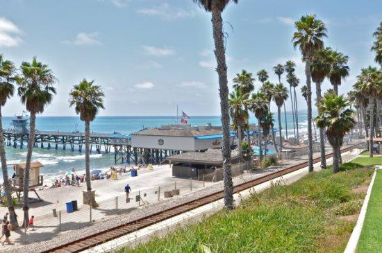The beach is just 6 buildings from this unit - San Clemente Pier Bowl Ocean Views! 1 Bed/1 Bath 1 Block from Beach & Pier! - San Clemente - rentals