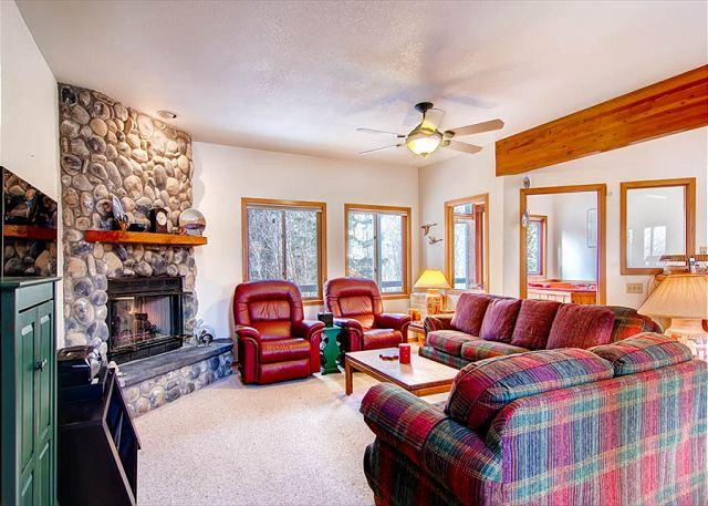 Stonebridge Living Room Breckenridge Lodging - 82 Stonebrige Townhome Three bdrm Private Hot Tub Pet friendly Frisco Lodging - Frisco - rentals