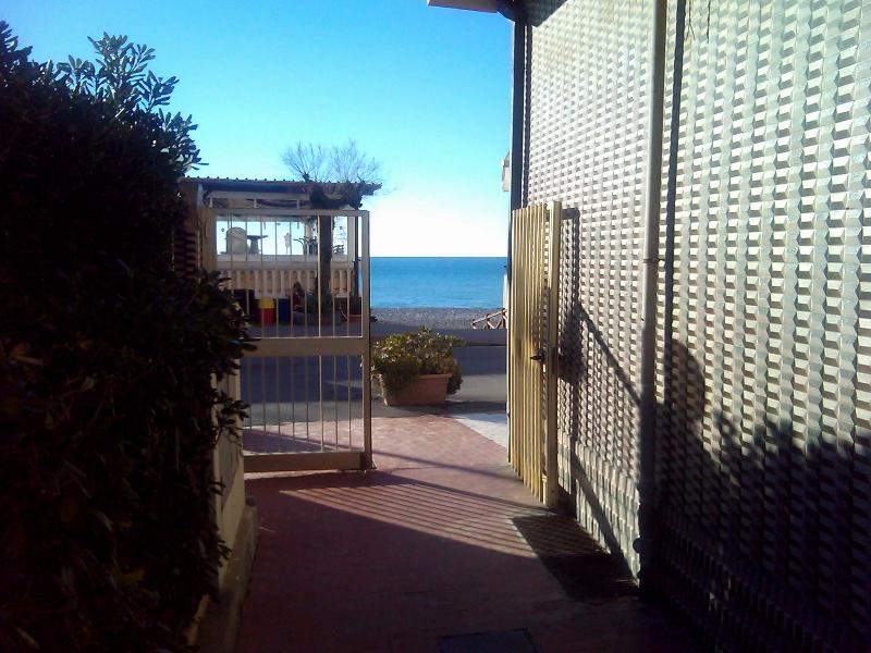 on promenade close to the beach - Image 1 - Vallecrosia - rentals