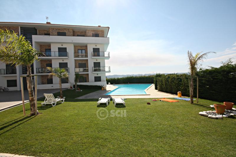 SCH32- Splendid 2 bed apartment in Atlantico Golf - Image 1 - Sao Martinho do Porto - rentals