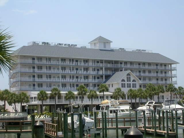 Building - Dockside Top Floor Walk to Everthing. $99. a night - Clearwater Beach - rentals
