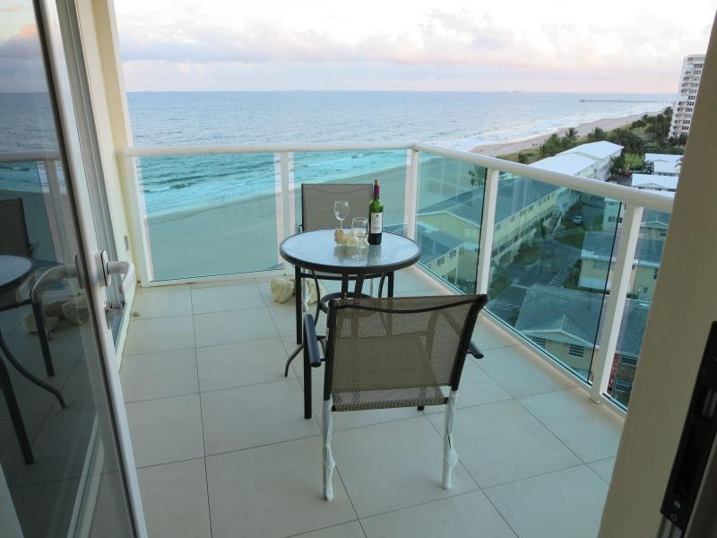 Vue magnifique de votre balcon / Beautiful view from you balcony - Directly on the Beach -*Long-Term Rental Special* - Lauderdale by the Sea - rentals