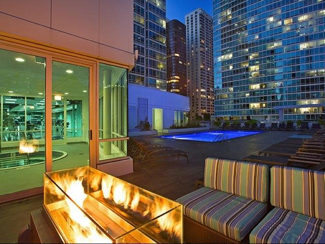 Fire by the Pool and Hot tub - Luxury Studio, Steps To Everything! - Chicago - rentals