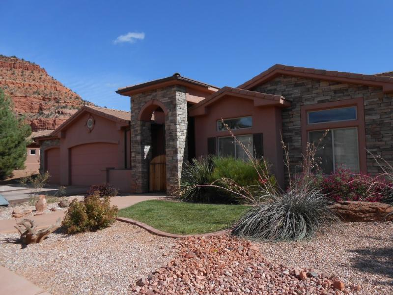Front Exterior - Beautiful Model Home In Redrock Canyon - Kanab - rentals