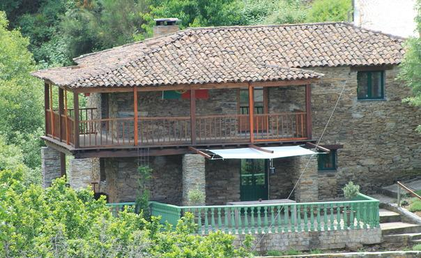 Traditional house with pool Large garden, terraces on the river bank - PT-440-Arganil - Image 1 - Arganil - rentals