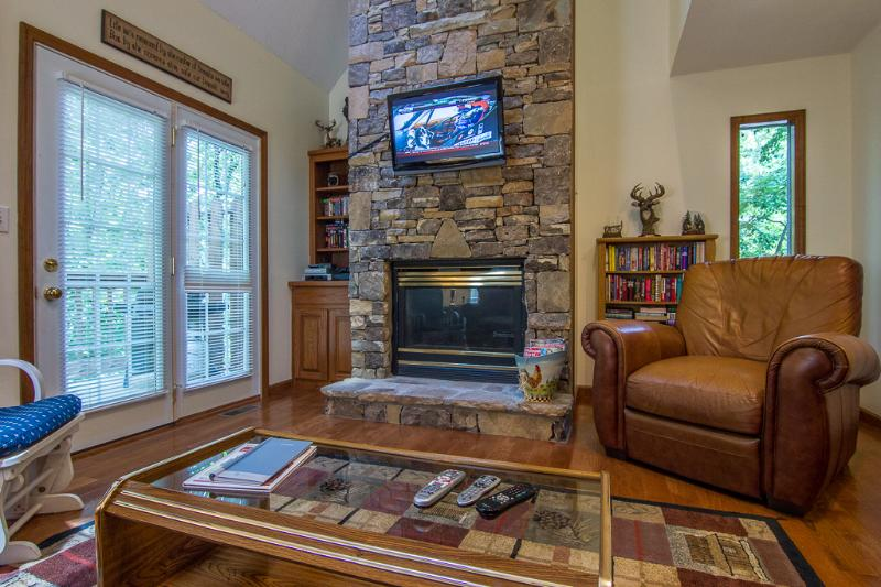 Living Room - Beautiful Stacked Stone Fireplace - Got It All U All,Wifi,Hottub,Jacuzzi,2-Pools - Pigeon Forge - rentals