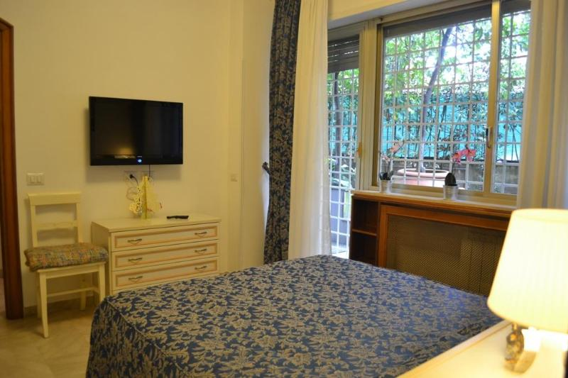 SECURITY GRILLES AT THE WINDOWS - Vatican St Peter, Private GARDEN, Air Cond, Wifi, TV Sat, Garage - Rome - rentals