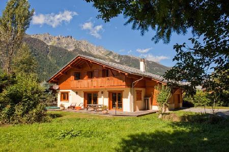 Stylish Chalet Sanaz with sunken jacuzzi on the terrace & easy access to Chamonix town - Image 1 - Chamonix - rentals