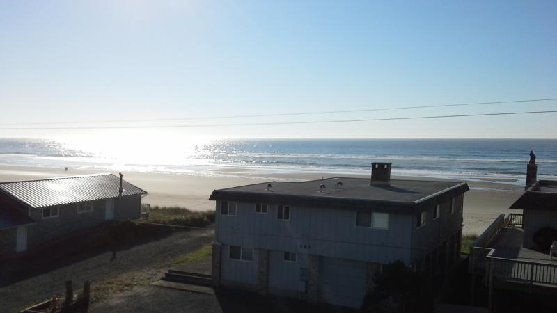 roof top deck with panaoramic ocean view - Image 1 - Rockaway Beach - rentals